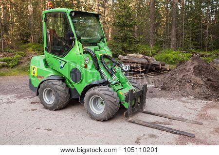 Green Small Forklift Avant 635
