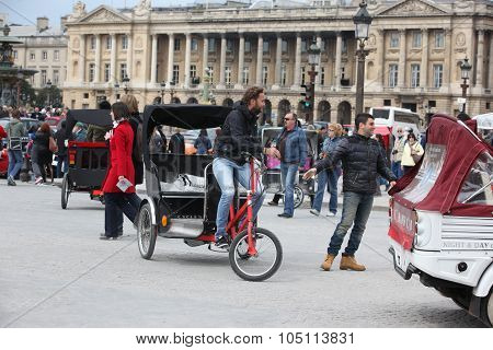 Paris - April 27: Citizen And Tourist At Place De La Concorde On