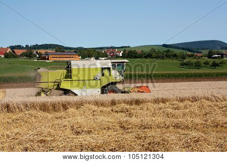 Combine harvesting machine