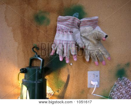Bizarre Gloves