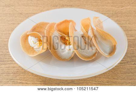 Thai Crispy Pancake Stuff With Cream And Fios De Ovos