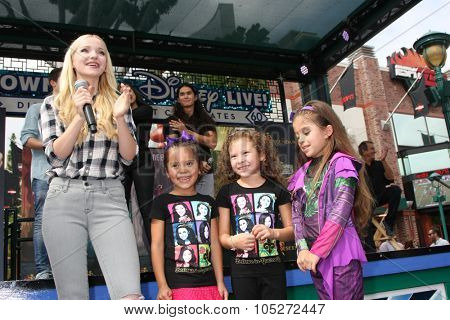 LOS ANGELES - OCT 17:  Dove Cameron, Fans at the Stars of