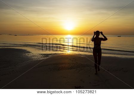 Sunrise Show Model Silhouette