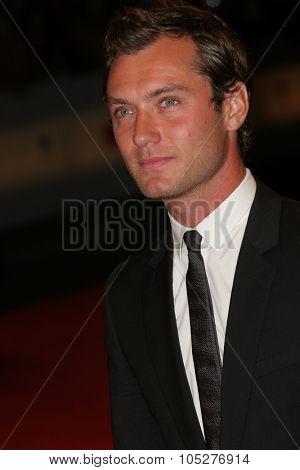VENICE - AUGUST 30:Jude Law attends the Sleuth premiere during Day 2 of the 64th Annual Venice Film Festival on August 30, 2007 in Venice, Italy.