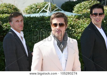 CANNES, FRANCE - MAY 20:  Christoph Waltz,  Brad Pitt, Eli Roth attend the ''Inglourious Basterds' Photo Call at the Palais  during the 62 Cannes Film Festival on May 20, 2009 in Cannes, France.