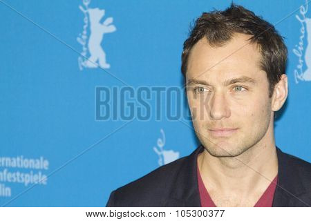 BERLIN, GERMANY - FEBRUARY 12: Actor Jude Law attends the 'Side Effects' Photocall during the 63rd Berlinale  Festival at the Grand Hyatt Hotel on February 12, 2013 in Berlin, Germany.