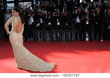 CANNES, FRANCE - MAY 17: Actress Eva Longoria attends the Premiere of 'Le Passe' (The Past) during The 66th Annual Cannes Film Festival at Palais des Festivals on May 17, 2013 in Cannes, France.