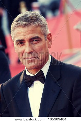 VENICE, ITALY - AUGUST 27: George Clooney greets fans as the arrives at the opening ceremony and  'Burn After Reading' Premiere during the 65th Venice Film Festival on August 27, 2008 in Venice, Italy