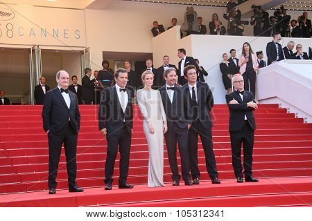 CANNES, FRANCE - MAY 19:  Josh Brolin, Emily Blunt, Denis Villeneuve  and Benicio Del Toro attend the 'Sicario' premiere during the 68th annual Cannes Film Festival on May 19, 2015 in Cannes, France