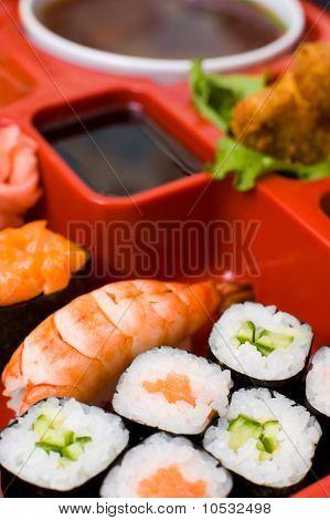 Oriental Dinner, Macro