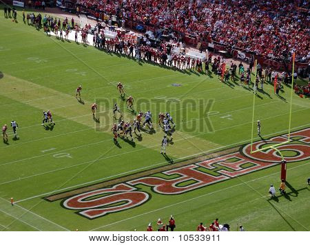 Rams Qb Sam Bradford Sets To Throw Deep In 49Ers Territory During Play