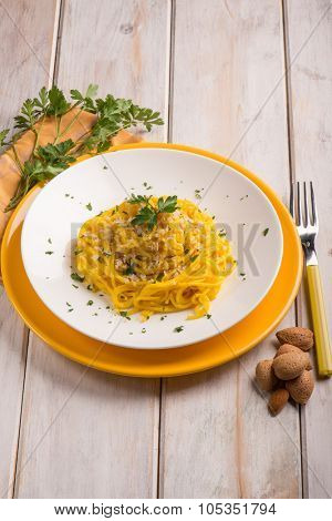 spaghetti with saffron and almond