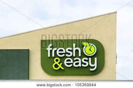 Fresh & Easy Store Exterior