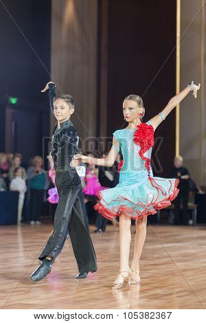Minsk, Belarus -september 26, 2015: Barbos Florin And Jarbuzov Iolanta Perform Juvenile-1 Latin-amer