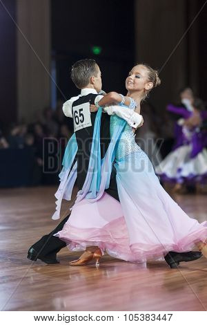 Minsk, Belarus-september 26, 2015: Besov Pavel And Popova Ekaterina Perform Youth-2 Standard Program