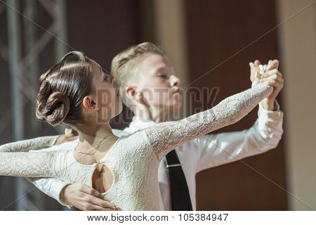 Minsk, Belarus-september 26, 2015: Haritonovich Trofim And Molchan Elizaveta Perform Juvenile-1 Stan