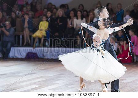 Minsk, Belarus-september 26, 2015: Yushkevich Aleksey And Apraksina Anastasiya Perform Adult Standar