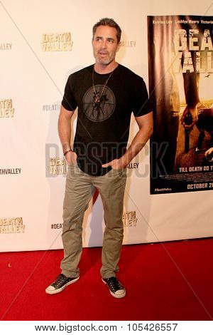 LOS ANGELES- OCT 17: Victgor Webster arrives at the