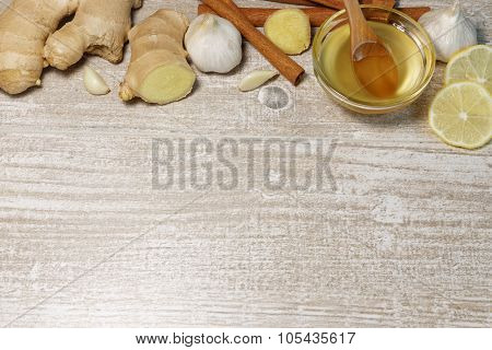 Alternative Medicine with Garlic, Ginger, Honey and Cinnamon