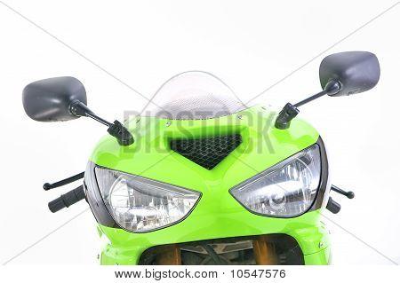 Detalles delanteros de la motocicleta