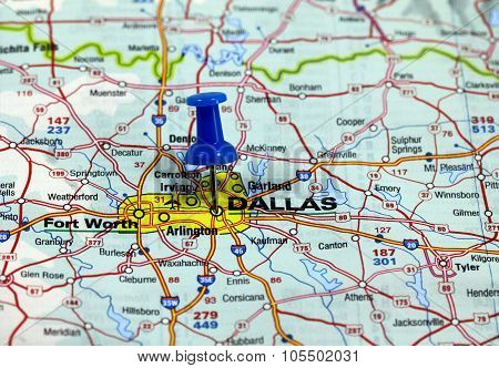 map with pin point of dallas in usa