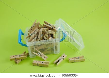 Wood clothespins in box (1)