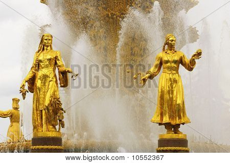 Soviet Fountain Of Friendship Of People. Statues Of Uzbek And Georgian Women With Crop.