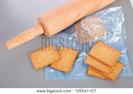 Crushing cookies