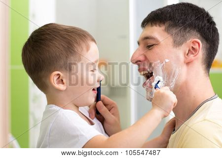 preschooler attempting to shave his dad