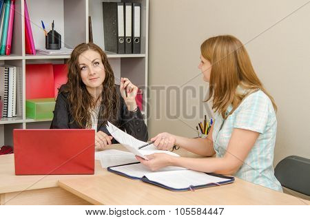 Office Specialist Indifferent To The Problem Of The Client