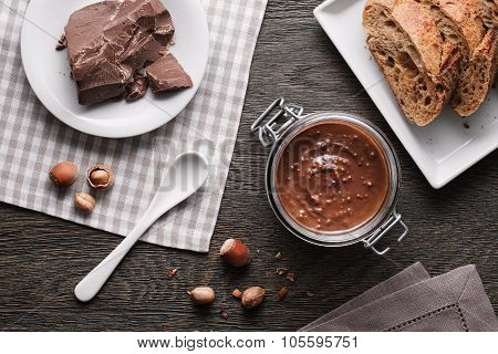 Hazelnut spread with nuts pieces
