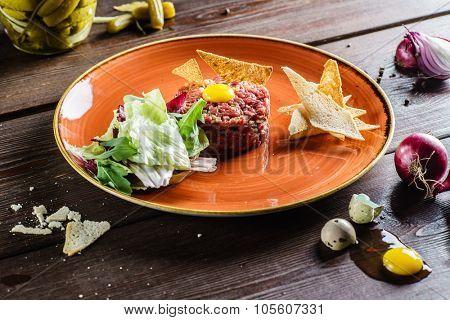 Tartare with bread toasts