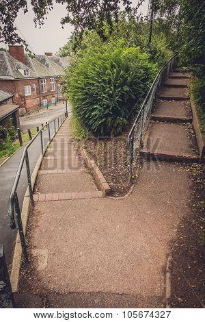 Dividing footpath