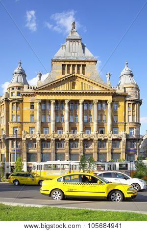 BUDAPEST, HUNGARY, - JUNE 27, 2014: Taxi in front of facade of the old building of Katedra nyelviskola in Budapest