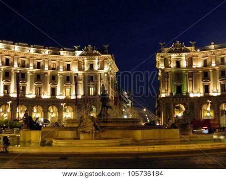 Piazza Della Reppublica / Teatro Dell'opera
