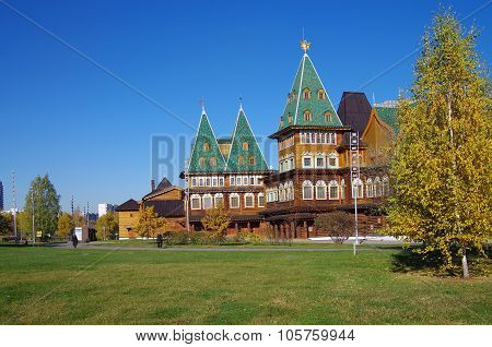 Moscow, Russia - October 21, 2015: Palace Of Tsar Alexei Mikhailovich In Kolomenskoye In Autumn Day