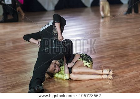 Minsk, Belarus -september 27, 2015: Smolyukh Roman And Kosogova Silvana Perform Juvenile-2 Latin-ame