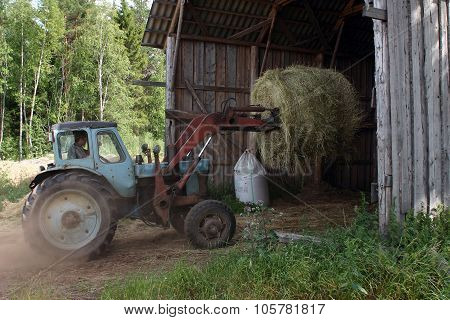 Tractor Forklift Mover, Used To Load Round Bale Hay.