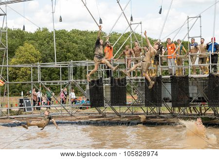 Tough Mudder 2015: Reaching For It