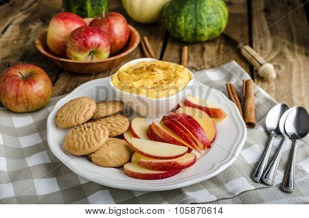 Pumpkin Dip With Cinnamon