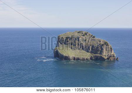 small rocky island (Akatxa Irla)