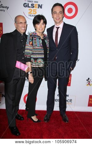 LOS ANGELES - OCT 23:  Jeffrey Katzenberg, Marilyn Katzenberg, Jim Parsons at the 2015 GLSEN Respect Awards at the Beverly Wilshire Hotel on October 23, 2015 in Beverly Hills, CA