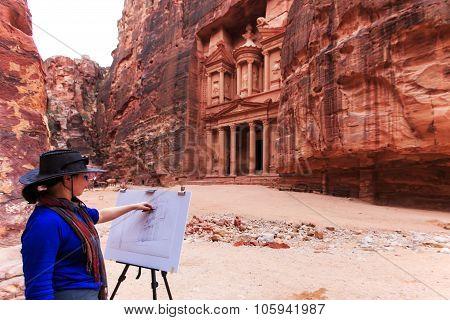Petra, Jordan - March 26, 2015: Painter Drawing The  Facade Of Ancient Petra, Jordan