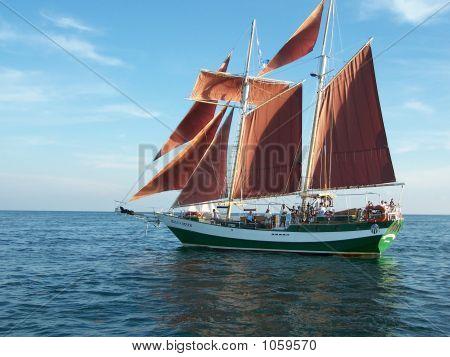Jolly Rover Ii At Sail