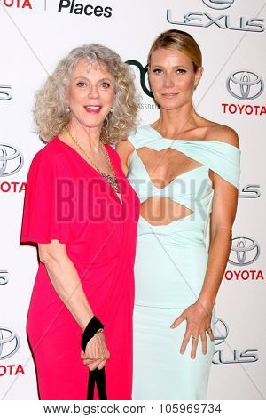 LOS ANGELES - OCT 24:  Blythe Danner, Gwyneth Paltrow at the Environmental Media Awards 2015 at the Warner Brothers Studio Lot on October 24, 2015 in Burbank, CA