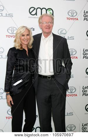 LOS ANGELES - OCT 24:  Rochelle Carson, Ed Begley Jr. at the Environmental Media Awards 2015 at the Warner Brothers Studio Lot on October 24, 2015 in Burbank, CA