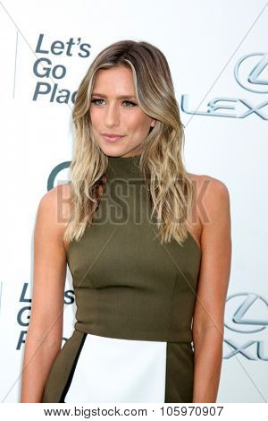 LOS ANGELES - OCT 24:  Renee Bargh at the Environmental Media Awards 2015 at the Warner Brothers Studio Lot on October 24, 2015 in Burbank, CA
