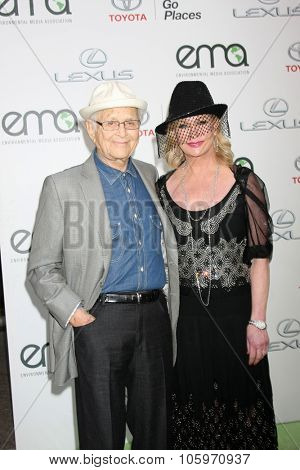 LOS ANGELES - OCT 24:  Norman Lear, wife at the Environmental Media Awards 2015 at the Warner Brothers Studio Lot on October 24, 2015 in Burbank, CA