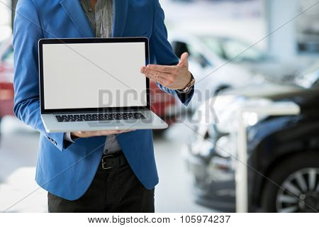 dealer car shows the best offer, pointing in blank screen