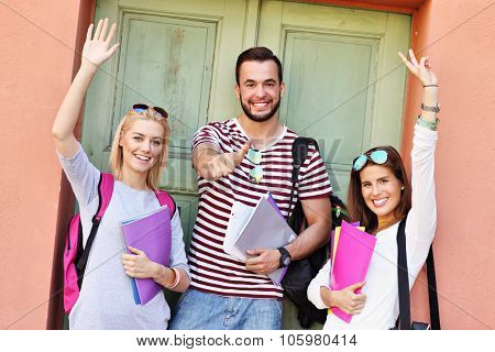 A picture of a group of happy students standing in the campus